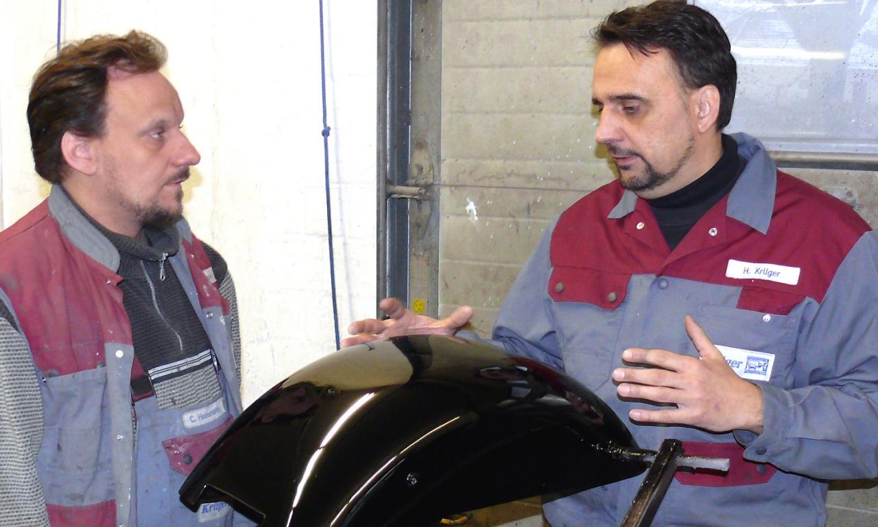 Karosseriebau Krüger Unfallinstandsetzung Autolackierung Besprechung