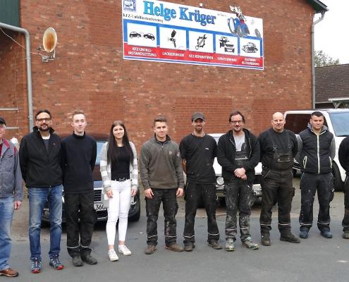 KFZ-Krueger-Belegschaft